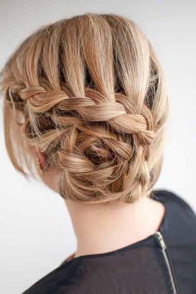 Прическа на выпускной вечер для длинных волос