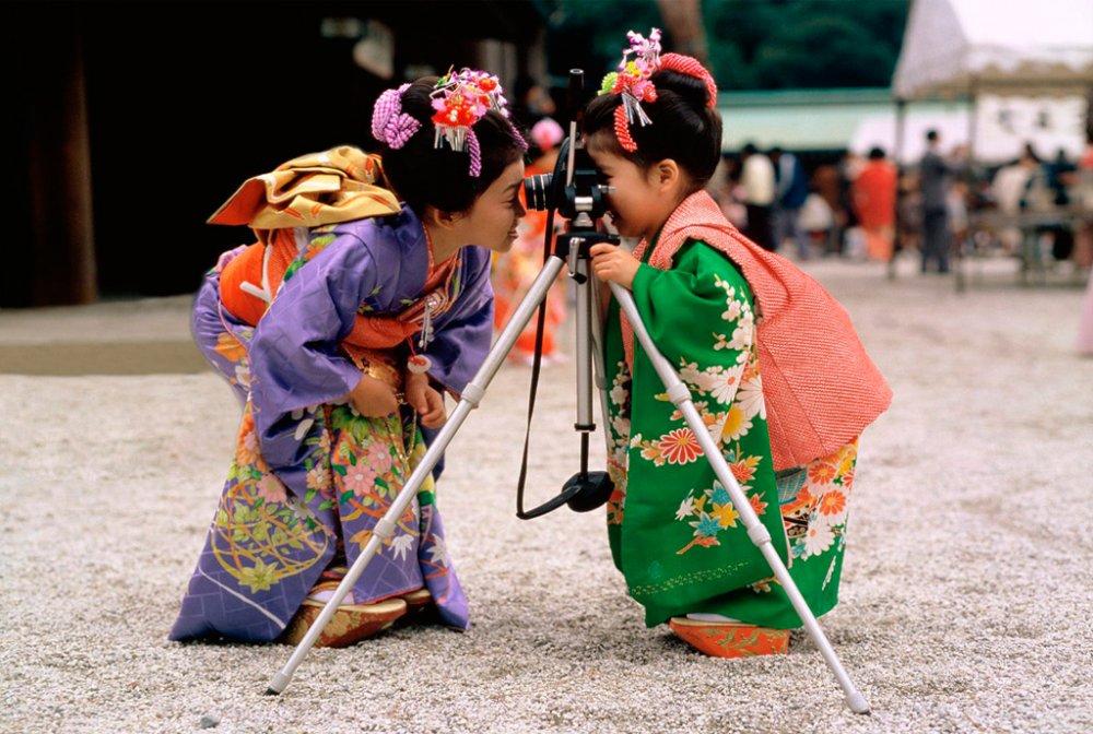 Японки регулярно проводят очистку лица и спа-процедуры