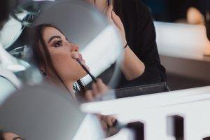 Прически, макияж, маникюр: рассказываем о главных трендах 2019 года