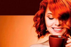 Укладка волос и утренний кофе в салоне красоты