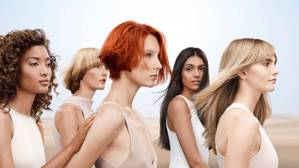 Модні стрижки і відтінки для волосся весна-літо 2021: флешбеки з десятиліття свободи і експерименти