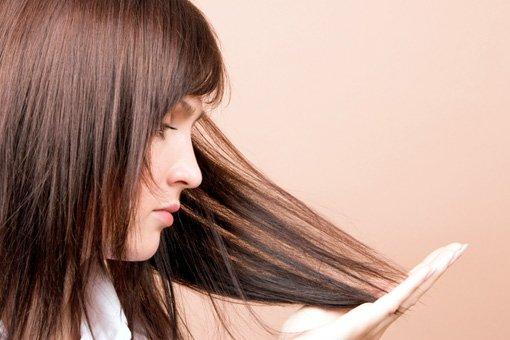 Як мікрострумова терапія допомагає в боротьбі з випадінням волосся?