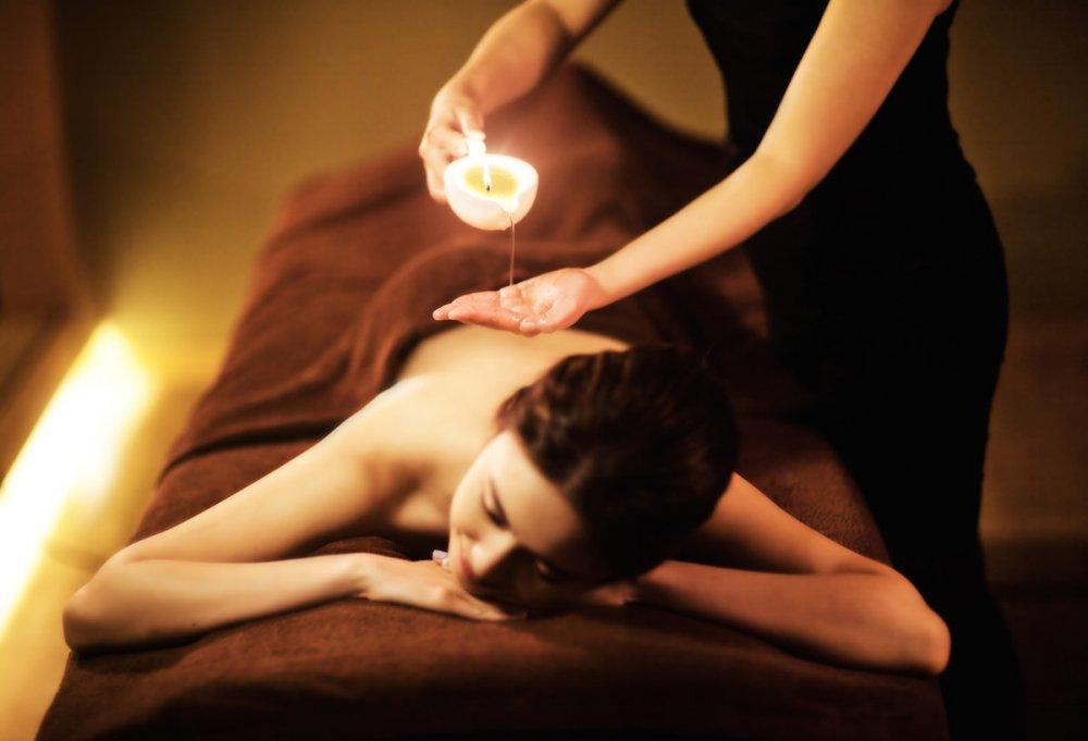 СПА-догляд з масажним маслом-свічкою