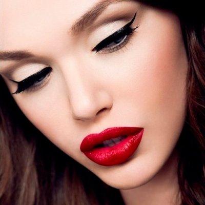 Эффектный классический макияж