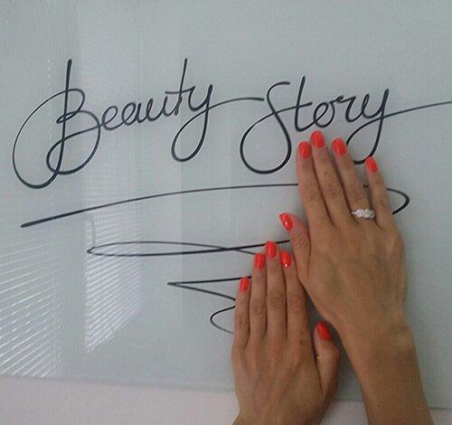 Маникюр гель-лаками в салоне красоты Beauty Story, Киев