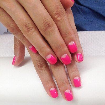 """Маникюр """"Розовый фламинго"""" для стильных блондинок и шикарных брюнеток"""