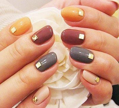 Новогодний дизайн ногтей 2017 со стильными стразами