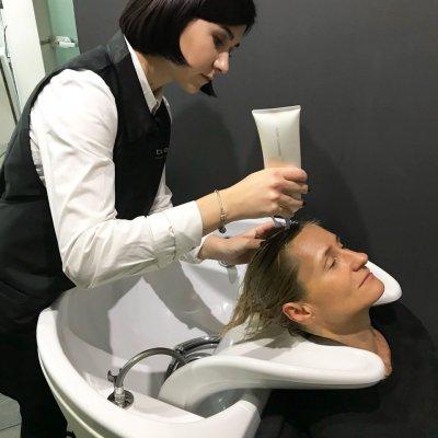 Абсолютное счастье для волос, шаг 2: нанесение на волосы очистителя Float Cleansing LebeL